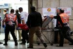 اصابة عنصر من حرس الحدود الاسرائيلي بعد طعنه بالقدس المحتلة وفرار المنفذ