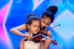 فيديو   طفلتان مصريتان تبهران الحضور بالقصر الرئاسي في المجر .. صفّقوا لهنّ 20 ثانية