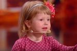 طفلة أوكرانيّة عمرها سنتين تفاجئ الحكّام… تعرف كلّ عواصم العالم في 3 دقائق!