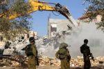 الاحتلال يهدم منازل 3 شهداء في قباطية فجرا واصابة 5 مواطنين في المواجهات