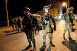 الاحتلال يعتقل 8 مواطنين من الضفة ويزعم العثور على سلاح