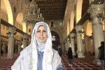 فيديو: إعلامية كويتية تزور المسجد الأقصى وتصف الاحتلال بأبناء العم