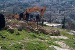 بدون سابق انذار بلدية الإحتلال في القدس  تهدم منزل المواطنة فريال جعابيص
