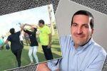 صورة للداعية عمرو خالد تظهره يرقص مع الفتيات تثير جدلا