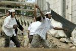 مستوطنون يهاجمون مواطنا في الخليل