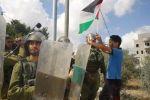 الاحتلال يفرق مسيرة المعصرة الاسبوعية بقنابل الغاز والصوت