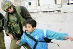الاحتلال يغّرم طفل مقدسي ويبعده عن البلدة القديمة