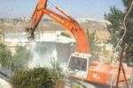 الاحتلال يهدم منزلين وبئر مياه وحظيرة أغنام في الخليل
