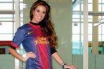 ملكة جمال اسبانيا ترتدي زي البارسا خلال المسابقة