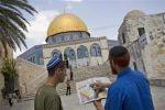 نحو مائة مستوطن يتقدمهم وزير الإسكان الإسرائيلي يقتحمون الأقصى