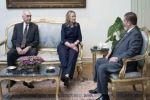 كلينتون بمؤتمر صحافي مع نظيرها المصري: متمسكون بحل الدولتين