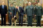 ملك اسبانيا يستقبل الكلب