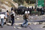الخليل: اندلاع مواجهات مع الاحتلال وتسليم أربعة مواطنين بلاغات