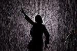 السير تحت المطر من دون مظلة... ولا بلل!