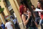 بالصور – هيفاء وهبي تتسبب بزحمة جماهير في وسط بيروت!