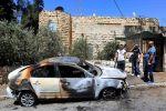 مستوطنون يضرمون النار بمركبة مقدسي في الشيخ جراح