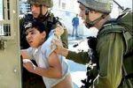 قوات الاحتلال تعتقل طفلين وفتاة من إذنا وتداهم بلدية بيت أولا