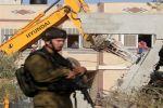 الاحتلال يهدم 12 منزلاً في قرية قلنديا و 4 منشئات في العيسوية