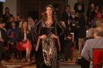 أول عرض أزياء بالعراق منذ ثمانينات القرن الماضي
