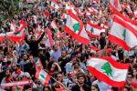 لبنان.. المحتجون يدعون إلى إضراب عام ويقطعون الطرقات