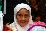أكبر معمرة إندونيسية تصل الأراضي السعودية  لأداء فريضة الحج