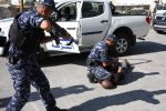 الشرطة تقبض على متهم بارتكابه 15 جريمة سلب وترويع المواطنين بالخليل