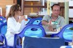 سيدة فرنسا تقاضي مجلات نشرت صورها بملابس البحر