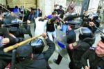 عودة الهدوء الى مصر ليلاً وتخوف من تجدد العنف بعد رفع حظر التجول