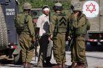 الاحتلال يعتقل شابين على حاجز حوارة