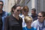 أنجلينا جولي وابنتها وصداقات مع اللاجئين السوريين