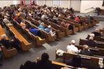 توثيق بالفيديو للحظة الهجوم المسلح الغادر على كنيسة في تكساس