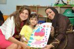 سيدة الأعمال الأردنية عبير خليل تزور مرضى مركز الحسين للسرطان
