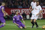 إشبيلية يثأر من ريال مدريد ويلحق به الخسارة الأولى في الليجا