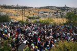 الآلاف يصلون 'الجمعة' في الشوارع نصرة للأقصى