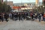 تونس: نهارا تشتعل بمظاهرات مشروعة وليلا تنتشر العصابات وسط حيرة من يقف وراءها.. هل هي الثورات المضادة؟