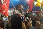 الجبهة الديمقراطية: الرفيق أيمن بشارات يعانق الحرية بعد 16 عاماً في الأسر و14 يوماً من الإضراب عن الطعام