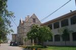 جامعة خضوري تفصل طالباً 'حضن خطيبته' داخل الجامعة