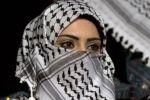 الكوفية الفلسطينية المصنوعة محلياً تقاوم