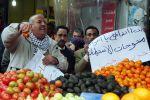 'الاقتصاد': تجار المستوطنات يستهدفون حياة الفلسطينيين بمنتجات زراعية وحيوانية تالفة