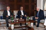 الرئيس يجتمع بمشعل وهنية في قطر: يجب تحقيق المصالحة