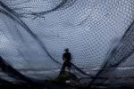 شِبَاك صيد أسماك تُنقذ 4 إندونيسيين من الغرق في حادثة العبّارة