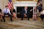 ترامب يقترح تسليح المعلمين في المدارس