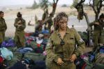 فتيات اسرائيليات يمزقن ملابسهن بعد انتفاضة 'السكاكين '