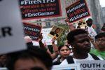 نيويورك.. مظاهرات ضد التساهل مع شرطي خنق رجلا أسود حتى الموت
