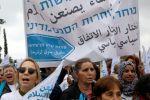 مسيرة مؤيدة للسلام بين الفلسطينيين والاسرائيليين تشارك فيها آلاف النساء