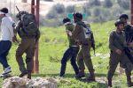حملة اعتقالات تستهدف 17 مواطنًا بالضفة
