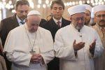 قداسة البابا فرانسيس يرفض الربط بين