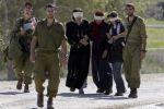 الاحتلال يمدد اعتقال أسيرتين من الخليل