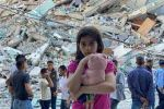 على ركام منزلها طفلةٌ تلعب بلعبتها.....عطا الله شاهين