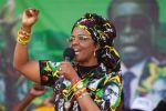 شاهد ما الذي فعلته السيدة الأولى في زمبابوي لعارضات أزياء!!
